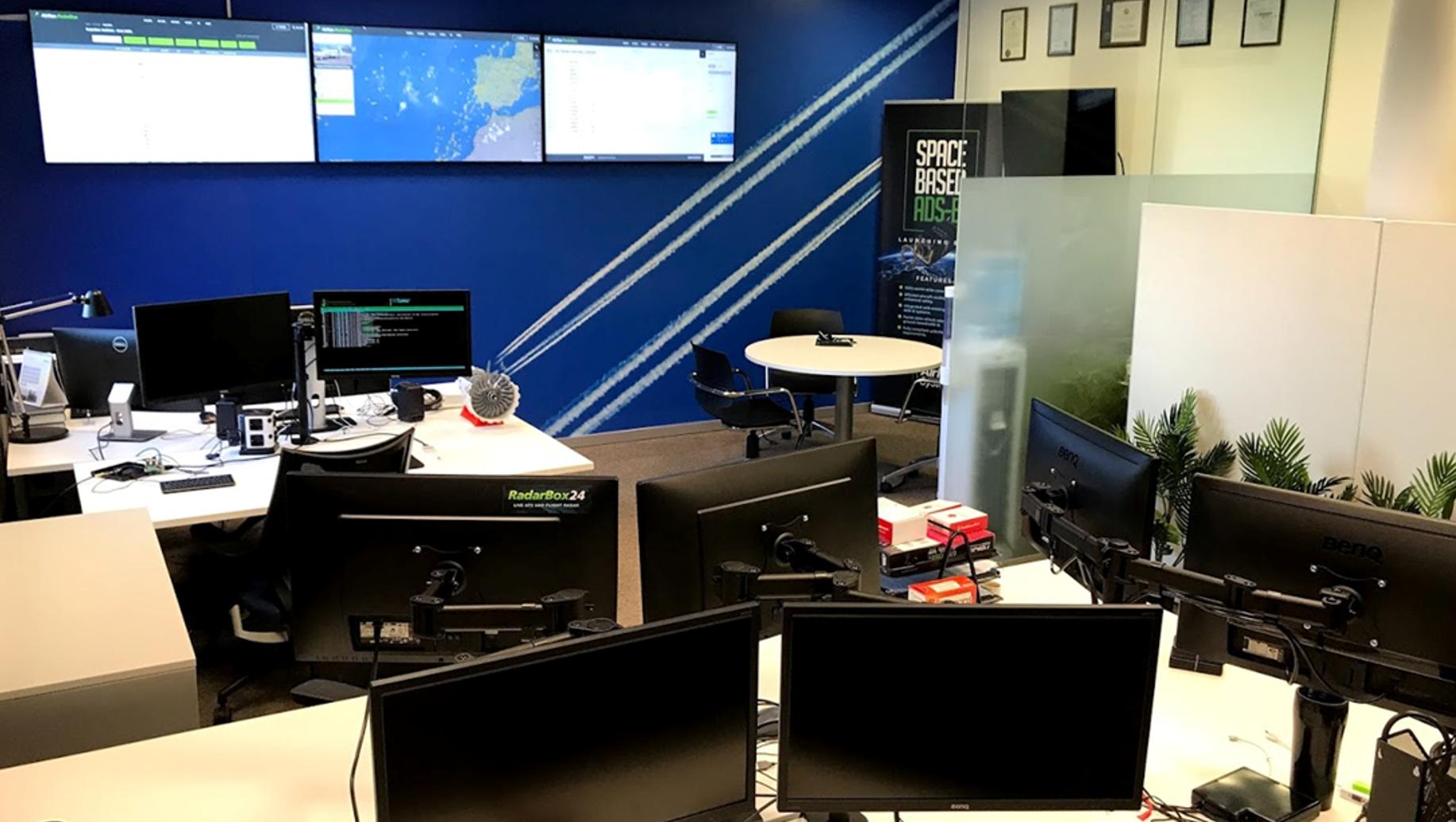 About RadarBox - AirNav RadarBox - Live Flight Tracker and Airport
